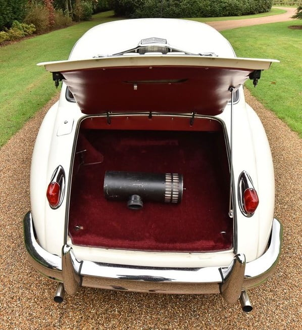 Jaguar XK150 Hardtop Coupe luggage accommodation