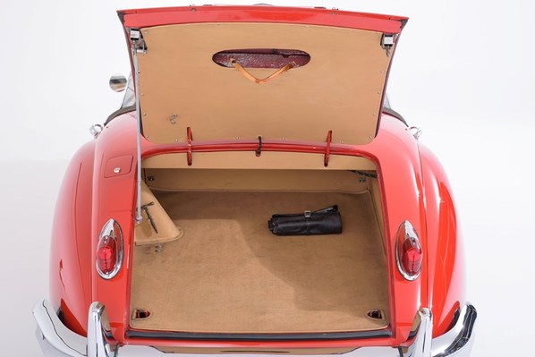 Jaguar XK150 Roadster luggage accommodation