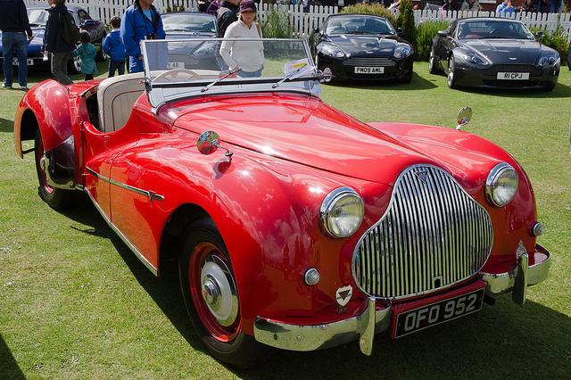 Британский автомобиль Alvis с кузовом родстер