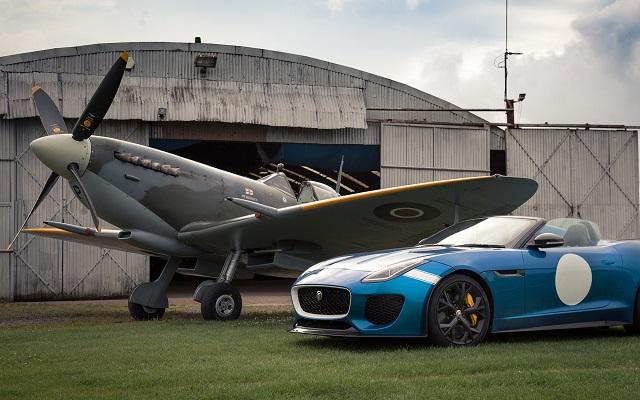 Истребитель Spitfire и Jaguar F-Type