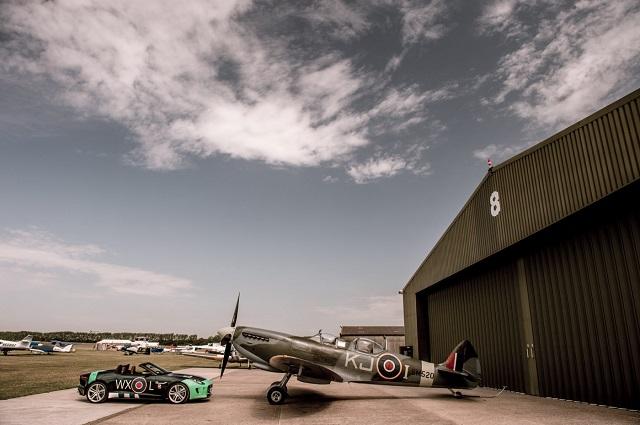 Истребитель Spifite и Jaguar F-Type