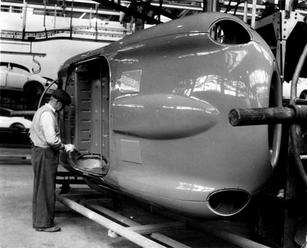 Creating a Jaguar E-Type Series 1 at the factory
