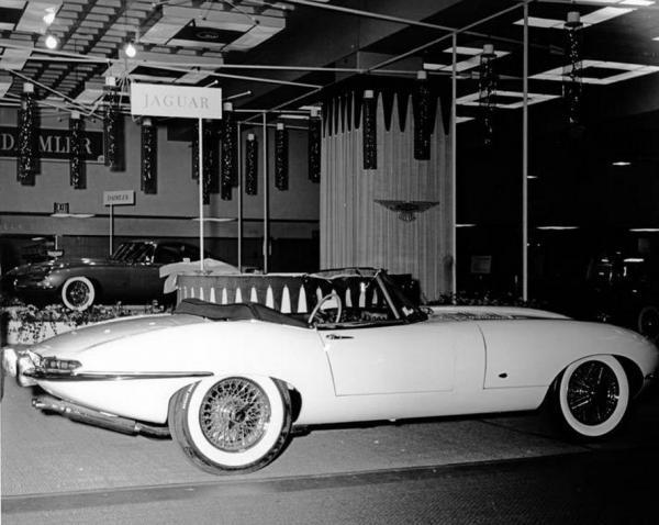 Jaguar XK-E Series 1 Roadster on New-York International Auto Show 1961