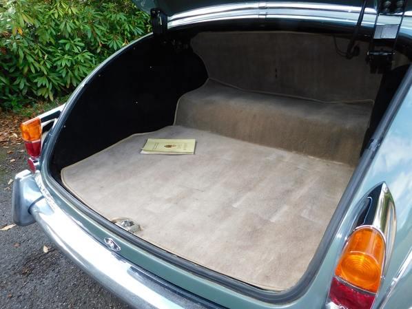 Jaguar 340 luggage accommodation