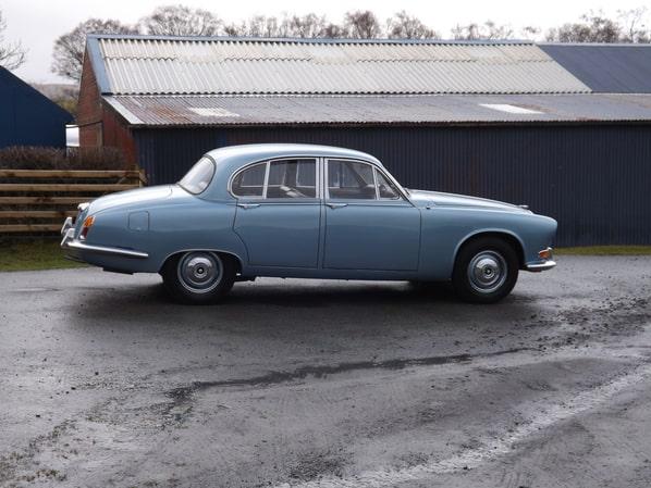 Jaguar 420 Saloon