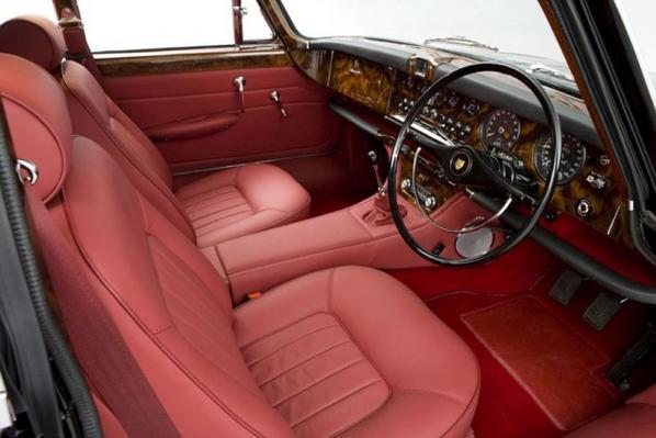 Jaguar 420G interior
