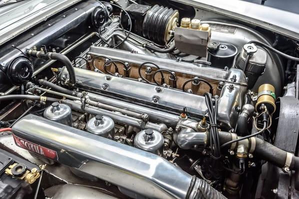 Jaguar Mark 10 4.2 litre engine