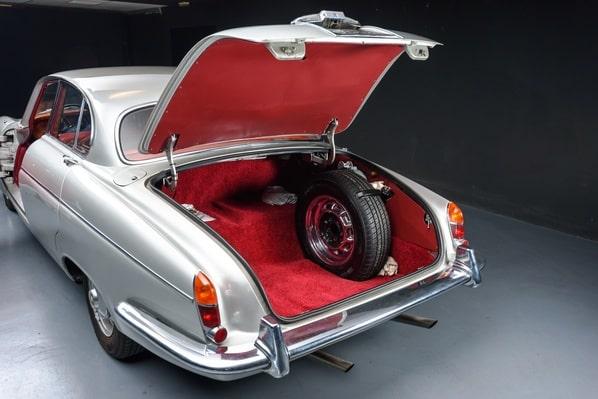 Jaguar Mark X luggage accommodation