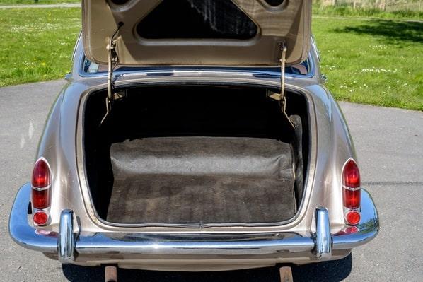 Jaguar S-Type luggage accommodation