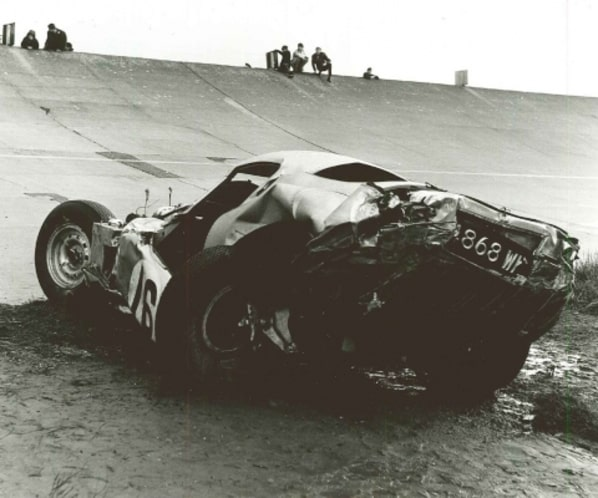 Jaguar E-Type Lindner-Nocker Low Drag Coupe crash in Montlhery 1964