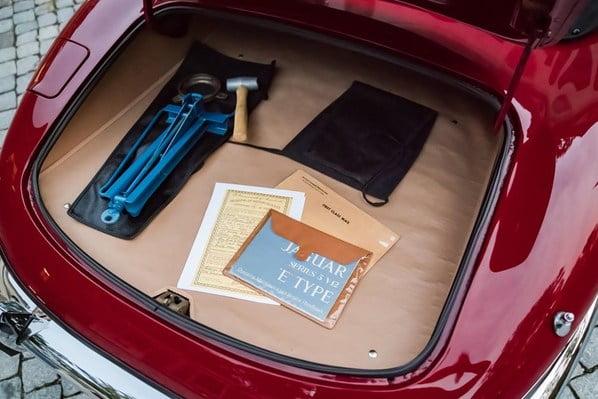 Jaguar E-Type Series 3 luggage accommodation