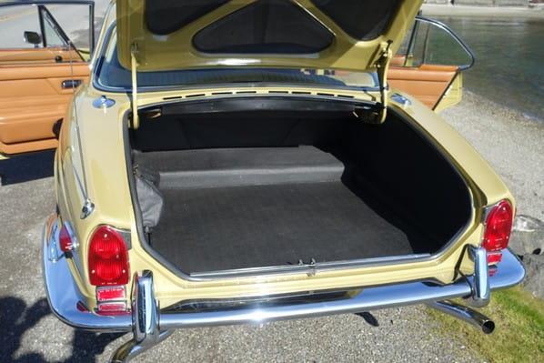 Jaguar XJ Series 1 luggage accommodation
