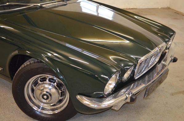 Jaguar XJ6 Series 2 front view