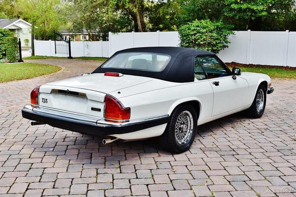 Jaguar XJ-S Convertible exterior
