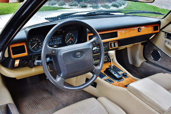 Jaguar XJ-S Convertible steering