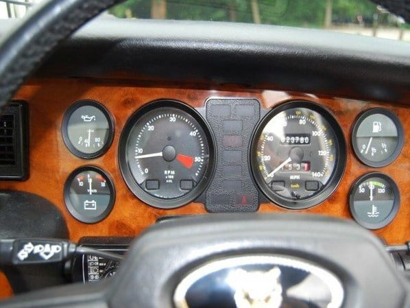 Jaguar XJ Series 3 dashboard