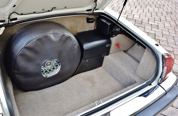 Jaguar XJ-S Convertible luggage accommodation