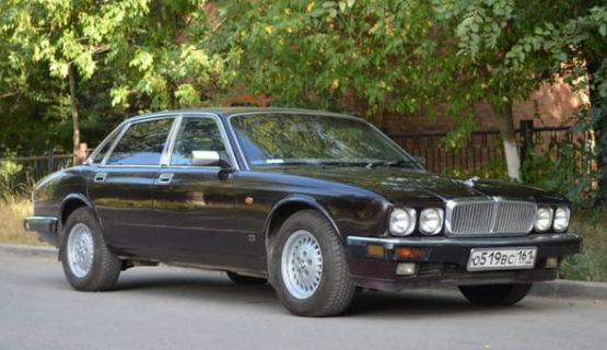 Jaguar XJ40 Insignia