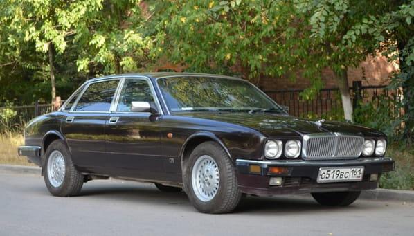 Jaguar Insignia (XJ40 Generation)
