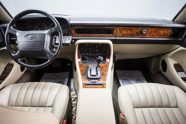 Jaguar XJ40 Generation 3 interior
