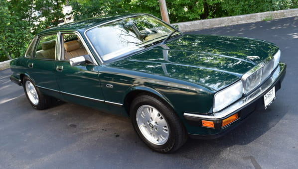 Jaguar XJ6 (XJ40 Generation)